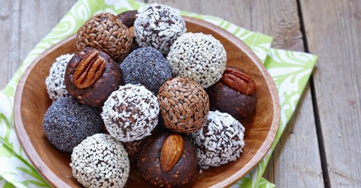Vegan cacao bliss balls