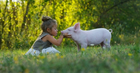 child with pig shows vegan compassion
